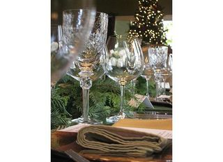 DianeGozurStanley_HolidayTraditions_SettingTheTable_inca