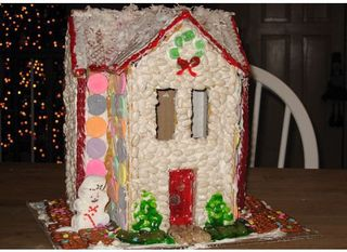 Diane Gozur Stanley-gingerbreadhousemakingparty