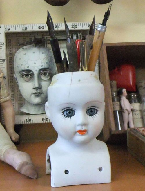 7_DollHeadDisplay